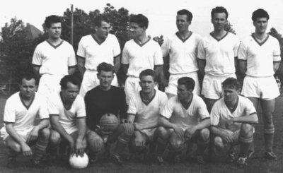 Bild 2 Mannschaftsfoto 1961 (2)